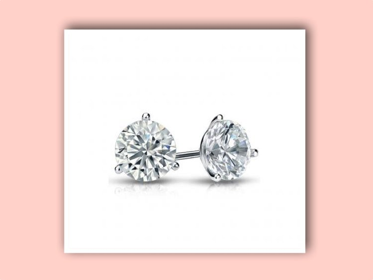Diamond Ear Studs:  A Classic Gift for Graduates